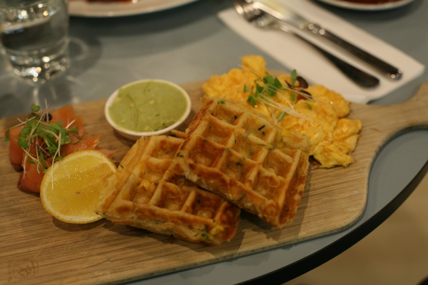 Corn waffles, avacado sauce and scrambled eggs - Mr. Close