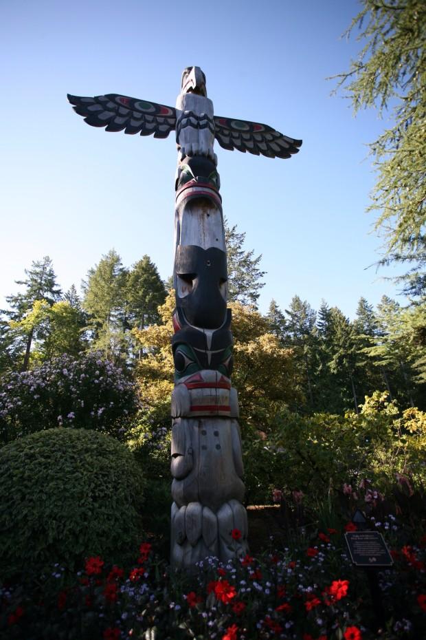 Aboriginal art is prevalent throughout